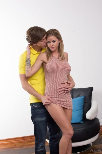 Alluring pornstar Jessa Rhodes bounces on cock and enjoys it in her mouth